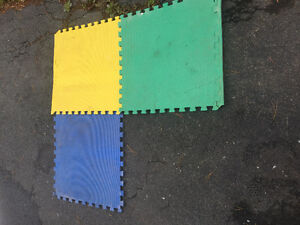 Interlocking foam floor mats