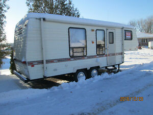 25,5 foot 5th wheel travel trailer London Ontario image 2