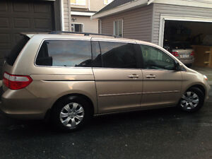HONDA ODESSEY 2006 3.5 VTEC MINI VAN IN EXCELLENT CONDITION FOR