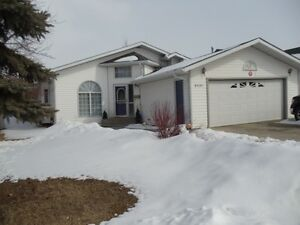 Bungalow House in Stony Plain for rent