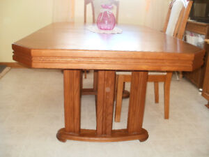2 Pc Buffet & Matching Dining Rm.Table in VG Cond.  MUST SELL!!