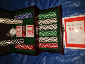 EXCLUSIVE MAHOGANY POKER SET