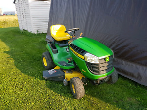 NEARLY MINT 2010 JOHN DEERE D110 LAWN TRACTOR ONLY 109HOURS!!