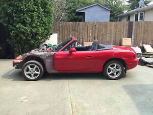 (Salvaged) 2005 Mazda MX-5 Miata Base Coupe (2 door)