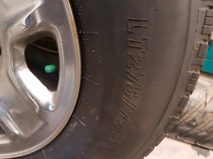 Set of 4 275 70 r18 rims and tires