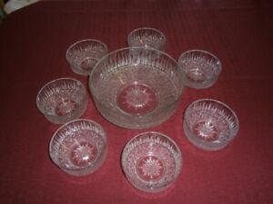 Saladier et bols de service en verre texturé vintage