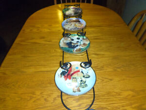 4 Franklin Mint Collector Plates with Wall Rack