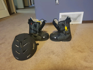 Size 4 snow board boots with helmet