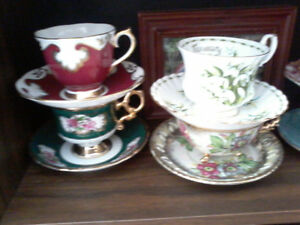 Set of 14 vintage teacups and saucers flawless condition