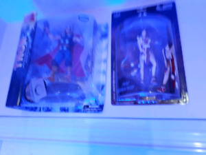 Action figure thor and snk girl fighter