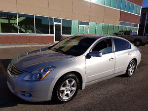 2012 Nissan Altima S. LEATHER seats. Low kms. low Price $$$$$$$$