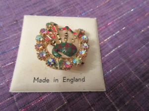 Very sparkly horseshoe and bagpipes brooch - Really pretty