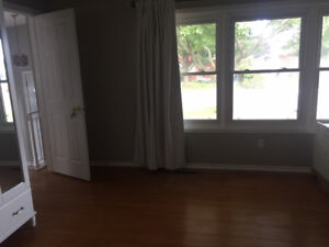Mohawk Rd & Upper James room for rent