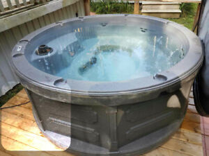 GRAND BEND VACATION COTTAGE WITH HOT TUB