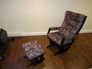chaise bercante noir en pouffe