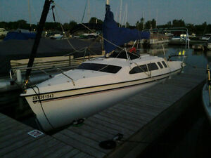 23.5' HUNTER SAILBOAT