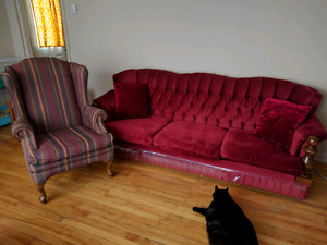 Older set couch/ sofa and chair..its clean
