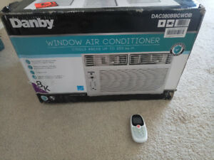 Window Air Conditioner  95% NEW