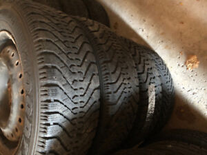 SET OF 4 WINTER TIRES WITH STEEL RIMS 195/65R15 (GOOD YEAR) -90%
