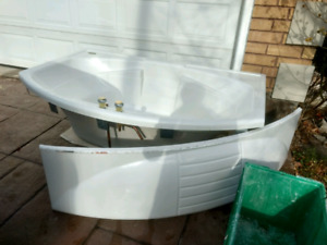 Like new tub, made by Jacuzzi. Asking only $100.
