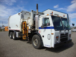 2009 Mack Labrie Automizer Side Load Garbage Truck