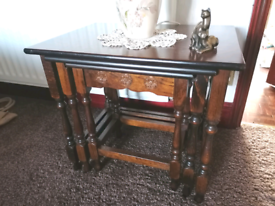 Dark oak retro nest of tables - Table lamp / small coffee ta