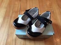 Souliers noir et blanc comme neuf, pointure 10 ou 27