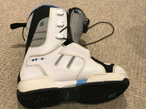 Solomon Snowboard Boots IVY Woman's size 7 (US) - New Price