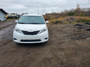 2014 Toyota Sienna Le AWD 62000 km only