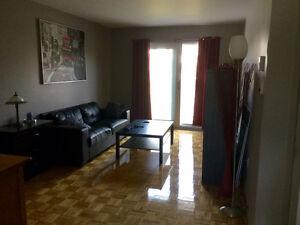 Longueuil 51/2 grand rénové 1er étage dans huitplex Novembre Déc