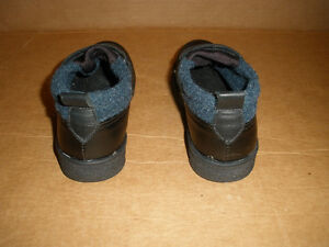 TOE WARMERS Black and Navy Shoe-Boots  Size 6 London Ontario image 5
