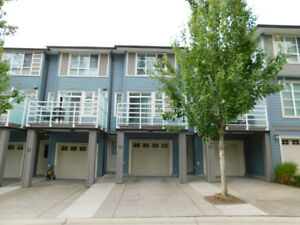 3br  and 3 bath - 1307ft2 - South Surrey Townhouse