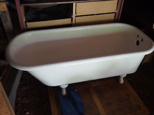 Antique Cast Iron Clawfoot Bathtub