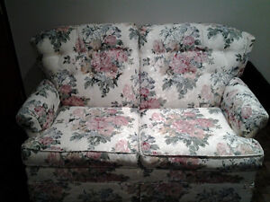 Love seat / bed