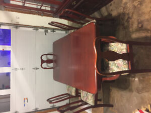 Reduced! Beautiful dining room table with China's cabinet