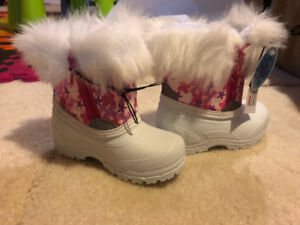 BNWT Toddler Girls Size 6 Winter Boots