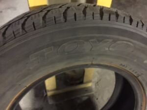 2 Toyo winter tires in Avery good condition size 15/70/205 West Island Greater Montréal image 5