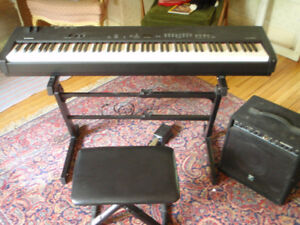 stage piano yamaha cp33, ampli yorkville 50kb, stand hercules