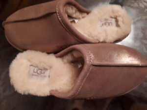 UGGS slippers ROSE GOLD sz8