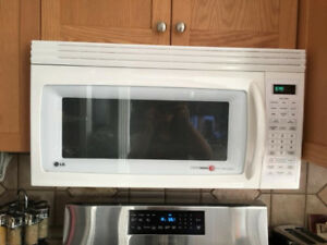 Over the stove microwave with venting for stove - clean, home