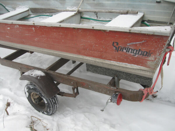1900 Alumacraft Boat Co 12 ft spring bock boat for sale and trailer