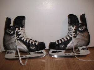 Patins de hockey pour junior (5 E, 6.5 de souliers), 40$.