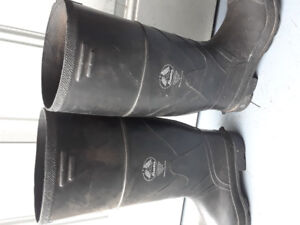 Bata csa approved rubber boots size 10