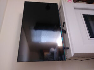 MINT CONDITION LG LED TV BARELY USED