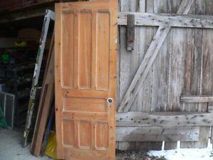 plusieurs portes antiques a différent prix