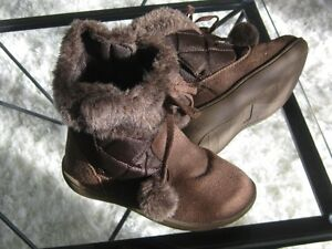 New Winter Snow Boot Youth Fit  Size 10 Girls