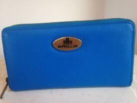 🎄ROWALLAN zip around purse brand new electric blue