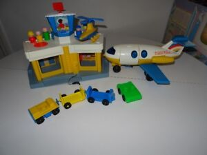 Ancien Fisher Price Play Family Jetport Jouet Aréoport 933