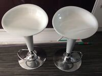 2 White High Gloss breakfast bar stools