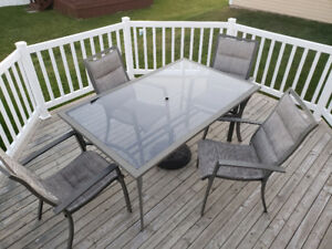 Patio Dining Set - Table with 4 chairs